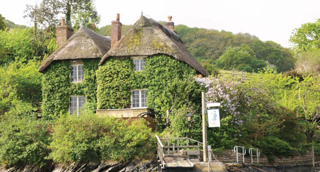 Smugglers-cottage-covered-in-ivy